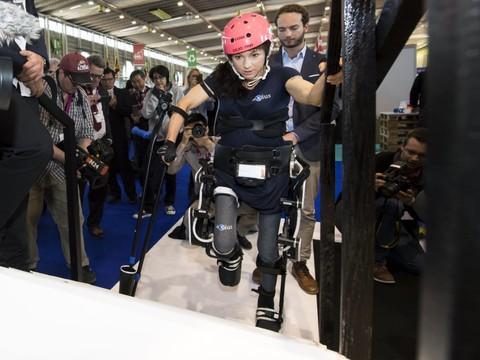 L 39 exosquelette de l 39 epfl cr e l 39 v nement au salon des - Salon de l invention ...