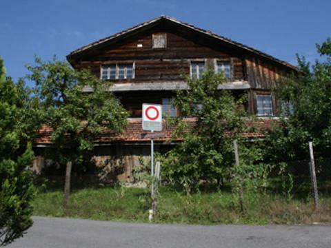 La justice bloque la d molition d 39 une maison en bois de 700 ans rtn vot - Destruction d une maison ...