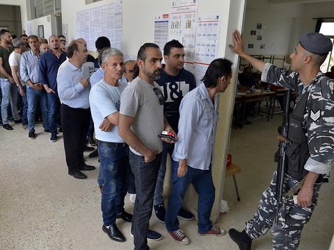 Ouverture des bureaux de vote au liban pour les législatives rjb