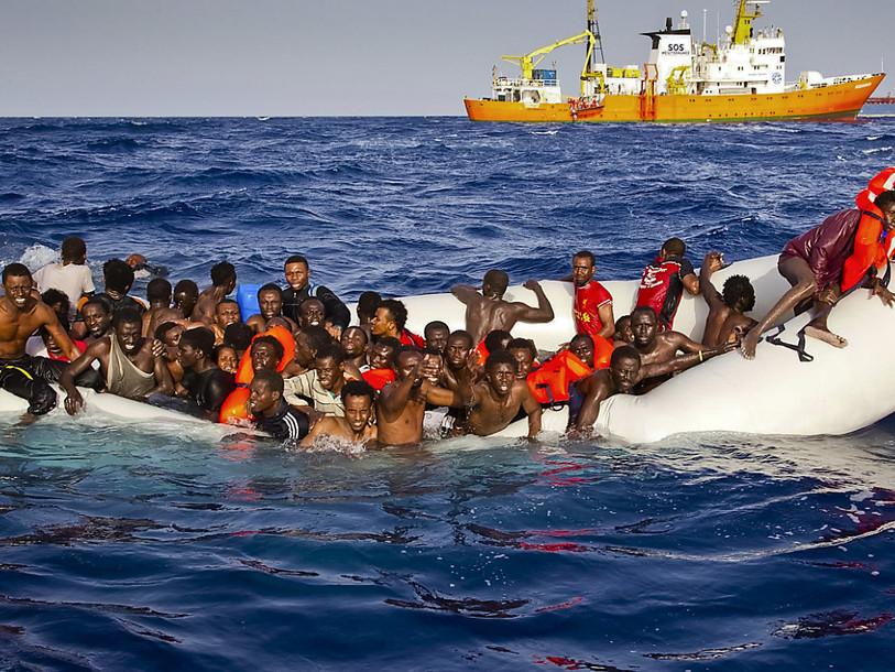 Migrants: 84 disparus après un naufrage au large de la Libye - RFJ votre  radio régionale