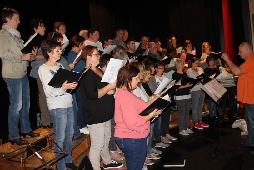 Les Chanteurs Et Chanteuses En Pleine Rptition