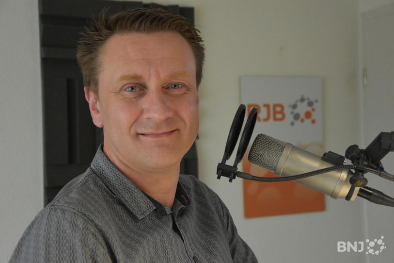 Guillaume Davot, le directeur de Jura bernois Tourisme, dans les locaux de RJB.