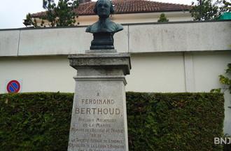 La statue de Ferdinand  Berthoud, horloger