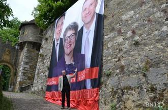 Jacques-André Maire fier de sa femme.