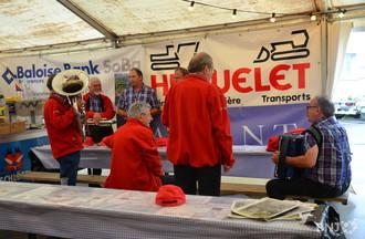 Les musiciens sous la tente tessinoise