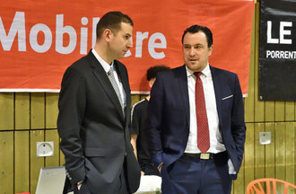 Les entraîneurs neuchâtelois Mehdy Mary (à gauche) et boncourtois Romain Gaspoz