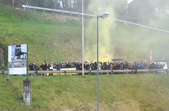 Les supporters du HC Ajoie se sont massés devant la patinoire