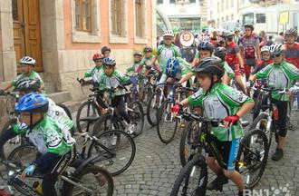 Les jeunes cyclistes se préparent