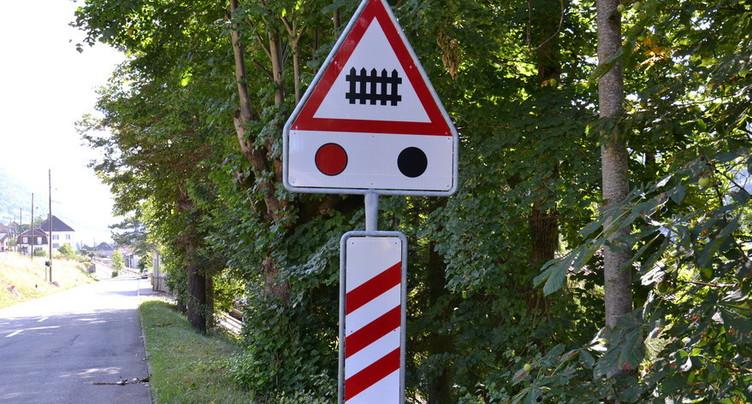 Une conductrice emboutit le passage à niveau à Sugiez