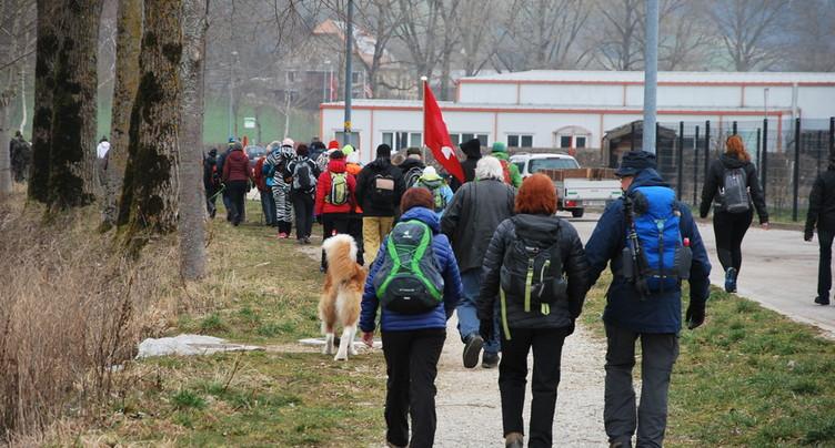 Des centaines de Neuchâtelois marchent vers le Château