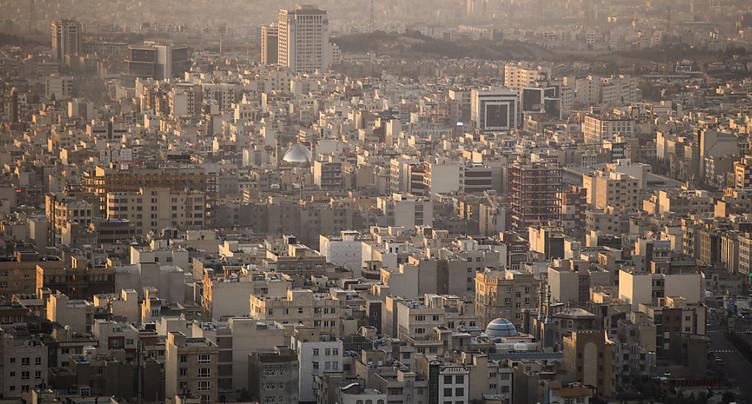 Un immeuble de 15 étages s'effondre à Téhéran (TV)