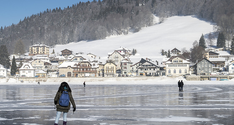 En partie gelé, le lac de Joux (VD) est ouvert aux patineurs