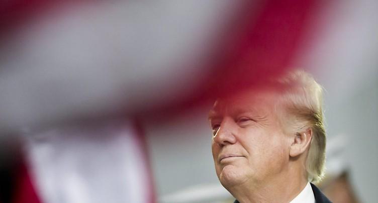 Trump signe un décret contre la loi sur la santé « Obamacare »