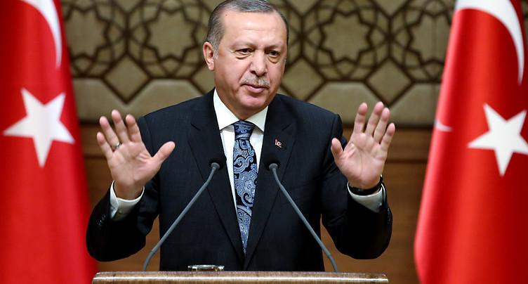 Le Parlement turc approuve le renforcement des pouvoirs d'Erdogan