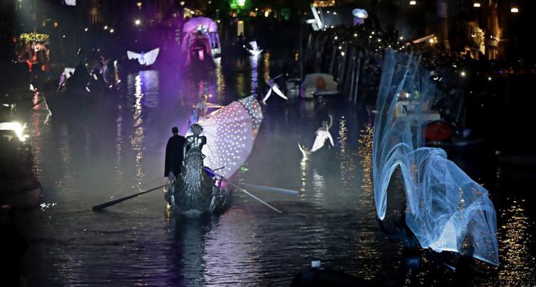 Un spectacle aquatique pour lancer le carnaval de Venise
