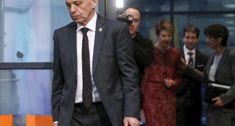 RIE III: la presse se montre sévère avec la droite et Maurer