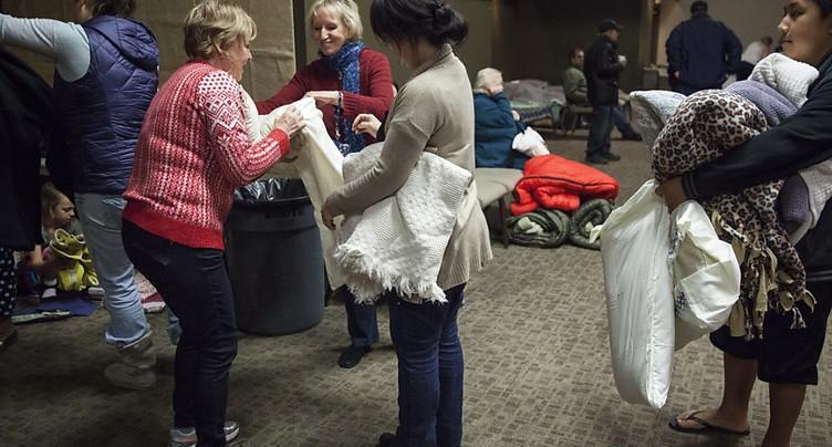 Le déversoir d'un barrage menacé en Californie, évacuation massive