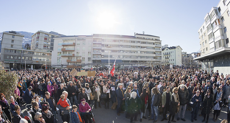 Un millier de personnes expriment leur ras-le-bol politique à Sion