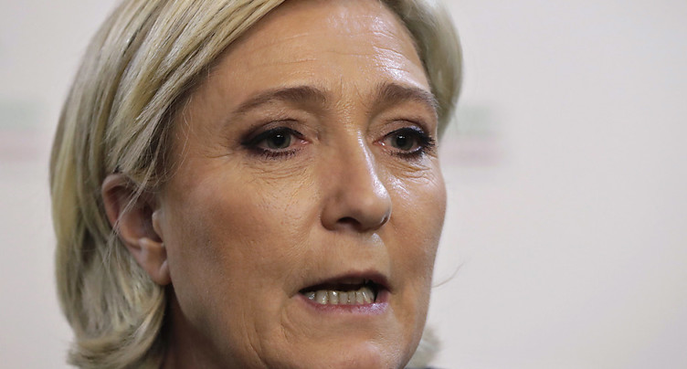 France: deux proches de Marine Le Pen en garde à vue