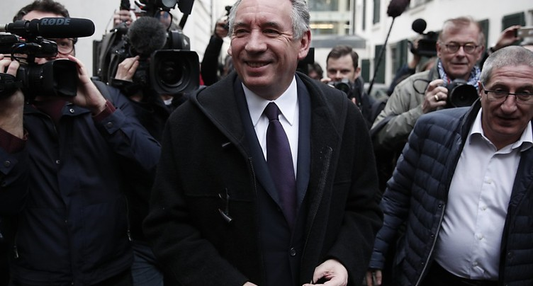 Bayrou renonce à se présenter, propose une alliance à Macron