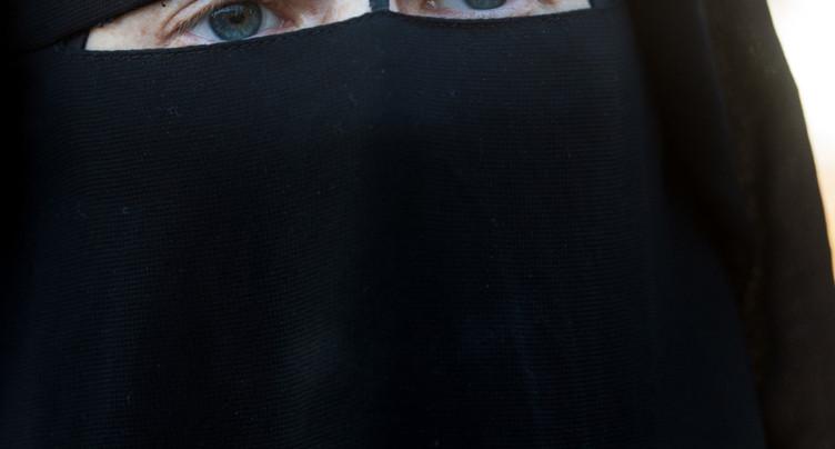 Les prestations sociales peuvent être refusées aux femmes voilées
