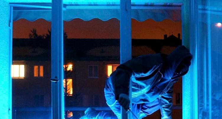 Une septuagénaire tombe par la fenêtre en fuyant des cambrioleurs