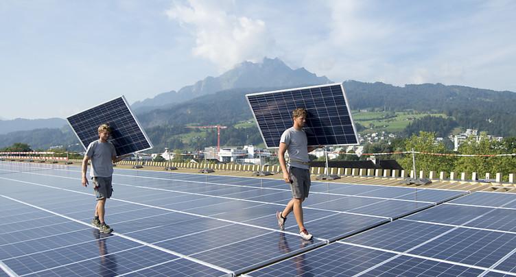 Quatre associations économiques contre la stratégie énergétique