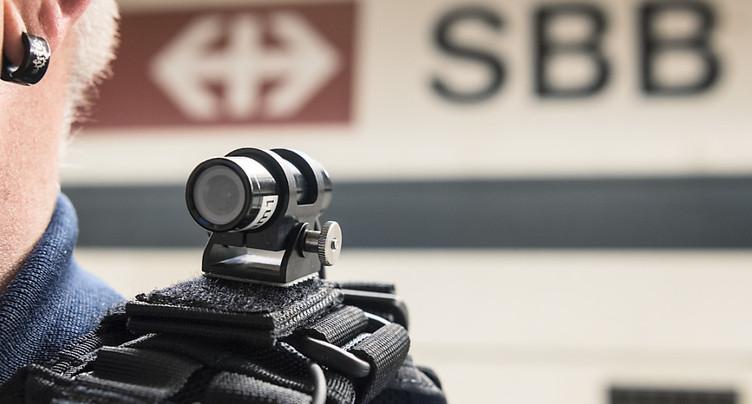 Des mini-caméras pour la police des transports à Lausanne et Zurich