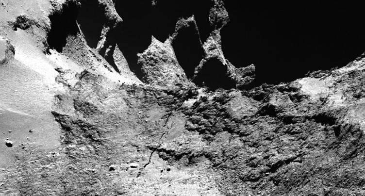 La surface de la comète Tchouri subit un « lifting » continu