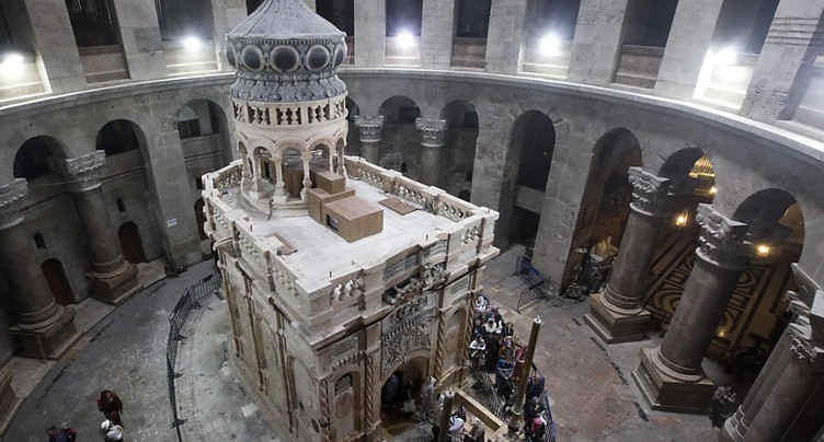 Le tombeau du Christ dévoile ses nouvelles couleurs à Jérusalem