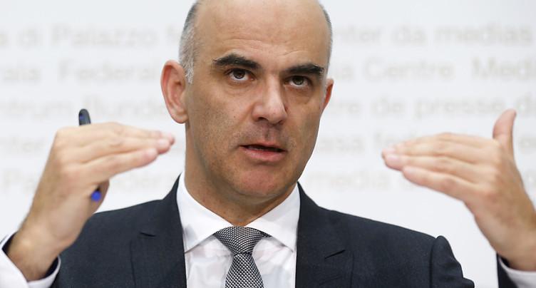 Alain Berset veut économiser 700 millions dans les tarifs médicaux