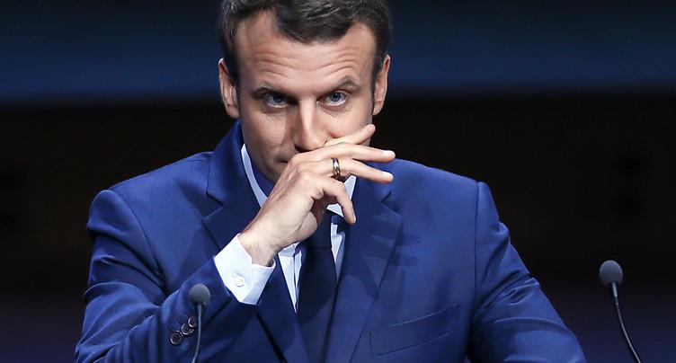 Macron s'installe en tête des sondages pour le premier tour