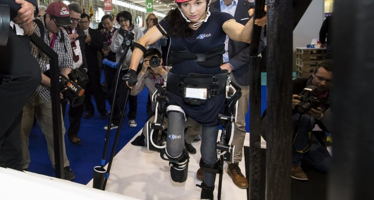 L'exosquelette de l'EPFL crée l'événement au Salon des inventions