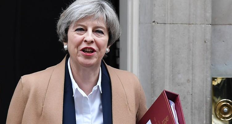 Theresa May tente de rassurer ses alliés dans la presse européenne