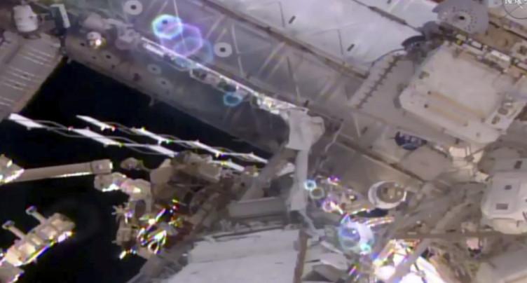 Deux astronautes américains entament une sortie orbitale à l'ISS
