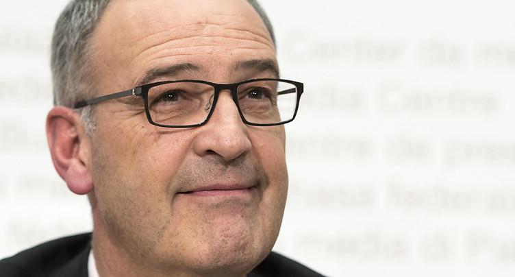 Le Conseil fédéral soutient la suspension de projet de Guy Parmelin