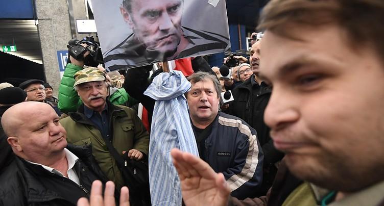 Accueil houleux pour Donald Tusk à Varsovie