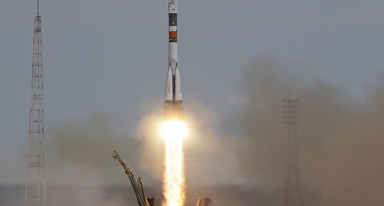 Une fusée décolle vers l'ISS avec un Russe et un Américain à bord