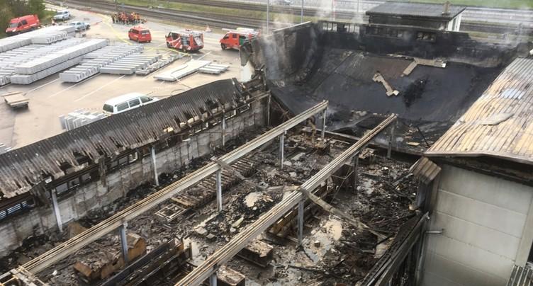 Entreprise partiellement détruite par les flammes à Trimmis (GR)