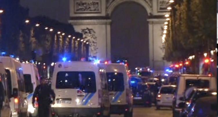 Fusillade sur les Champs Elysées à Paris: un policier tué