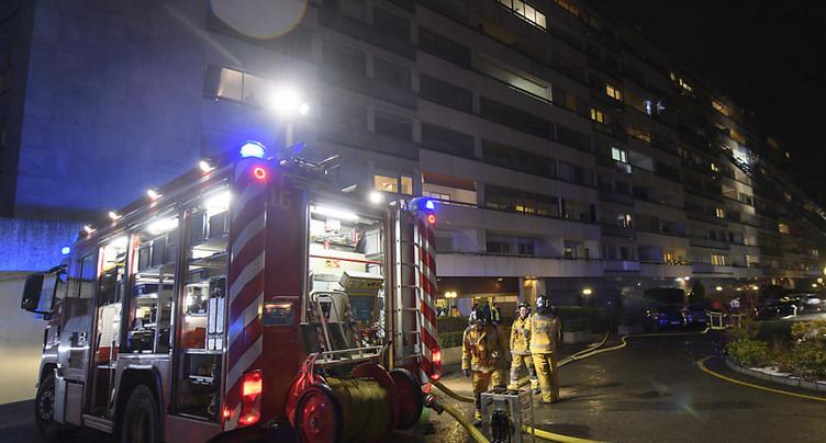 Un corps retrouvé dans un immeuble en feu à Payerne