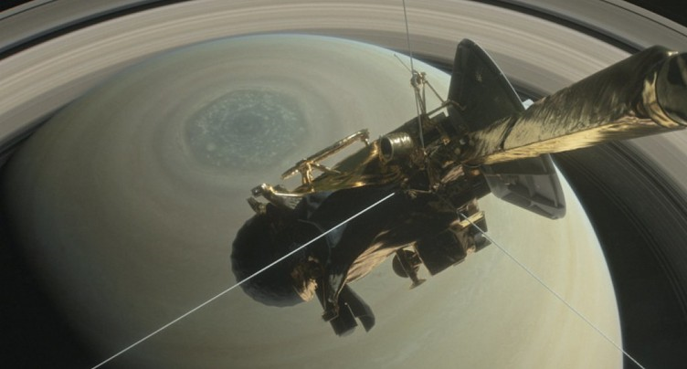 La sonde spatiale Cassini amorce son plongeon final sur Saturne