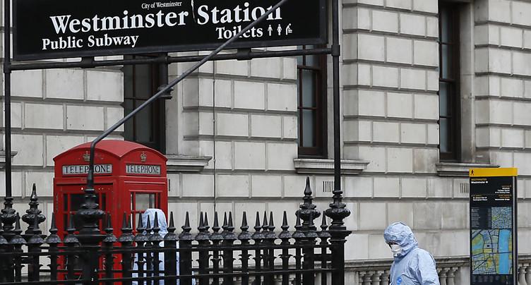 Opération antiterroriste à Londres, quatre arrestations, une femme blessée