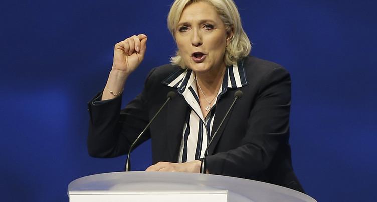 Le Pen exhorte la gauche radicale à « faire barrage » à Macron