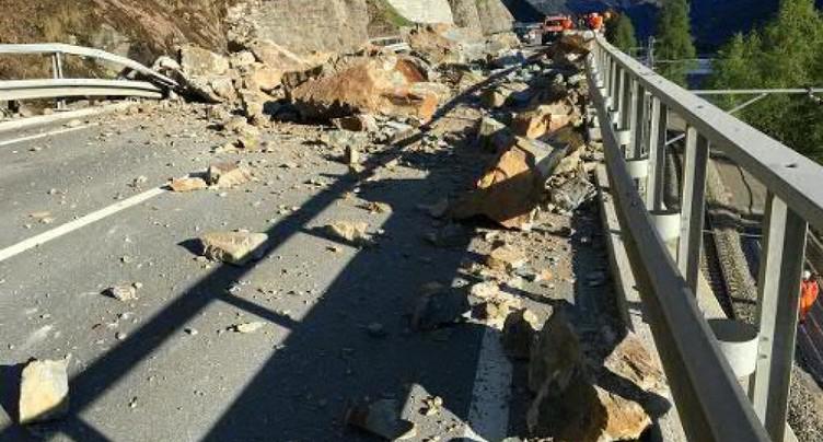 Chute de rochers sur une route du Val Poschiavo (GR)