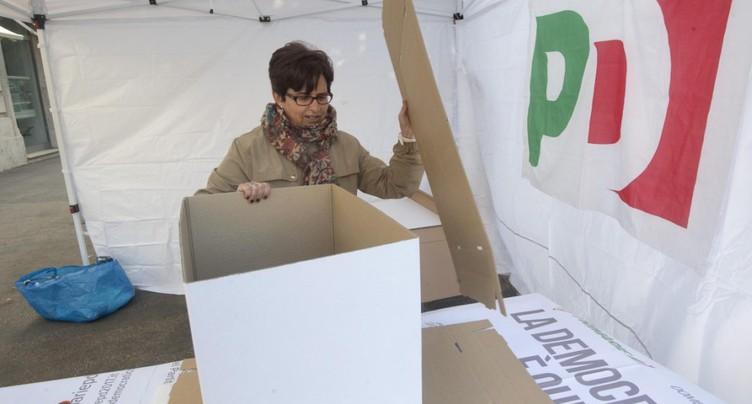 Le PD italien élit son chef, Matteo Renzi en pole position