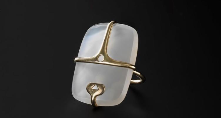 Entre coquillages et épingles à nourrice: expo de bijoux à Zurich