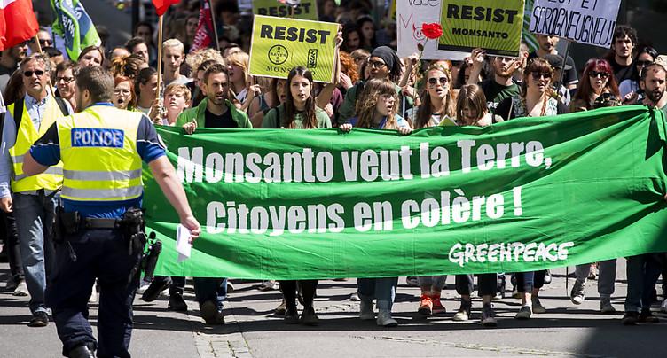 Plus de 2800 personnes contre l'agrochimie à Bâle et Morges (VD)