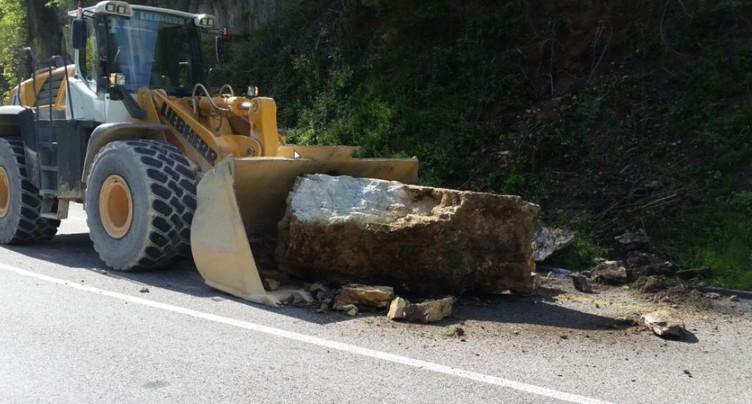Roche de plus de 8 tonnes sur la route près de Laufon (BL)