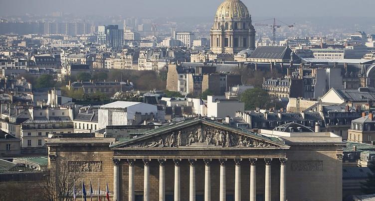 La campagne des législatives démarre en France dans un contexte de mue